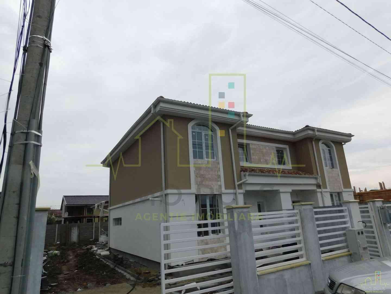 1/2 Duplex. Arhitectura deosebit...