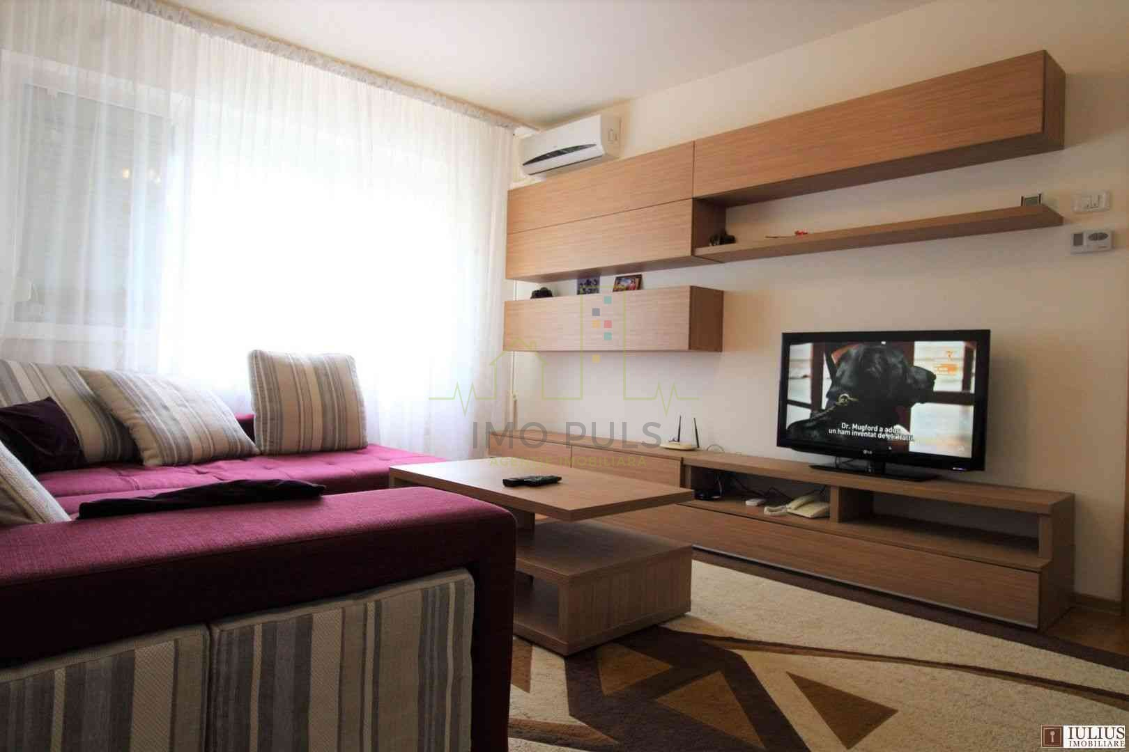 Apartament 3 camere, semi-decoma...